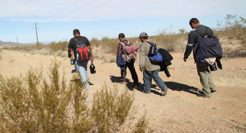 img-undocumented-workers-cross-from-mexico-illegal-immigration-getty_054021770795.jpg_item_large